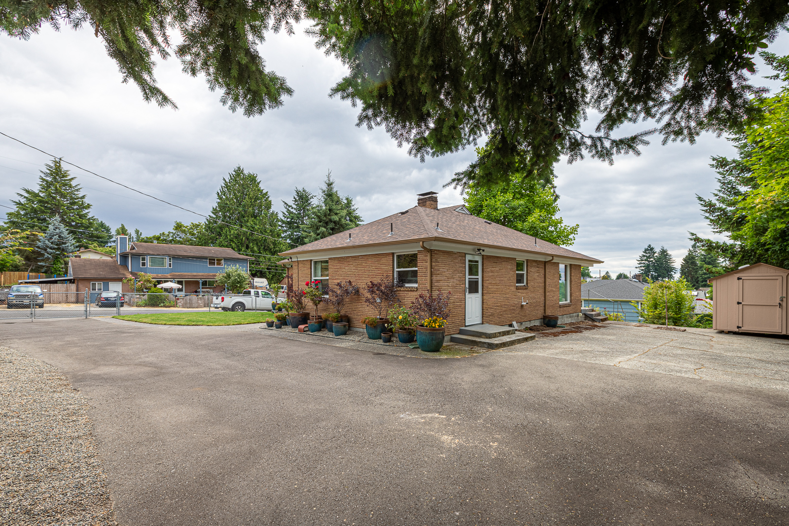 Exterior - 2906 Louise St W